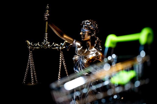 Jaka jest różnica między sprawami karnymi i cywilnymi?