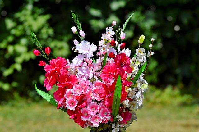 Kiedy opłaca się zdecydować na sztuczne kwiaty?